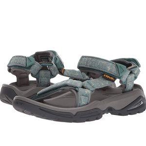 Teva women's Terra Fi 4 Sandals Waterproof size 10